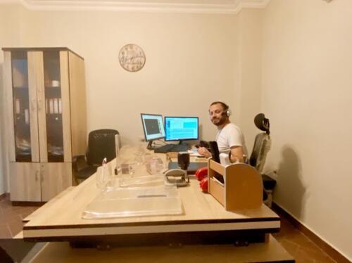 مصطفى النفياوي داخل مكتبه