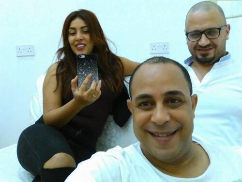 مصطفى النفياوي مع الفنانة نيرمين ماهر في مسرحية بالبحرين